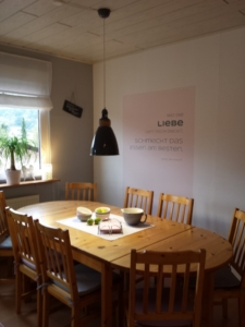 SILBENSALON WandTattoo 'wo die Liebe den Tisch deckt'